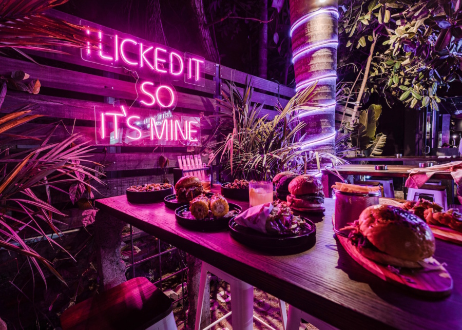 BB52 has brought its epic burgers, craft gins & sultry vibes to the Berawa 'hood