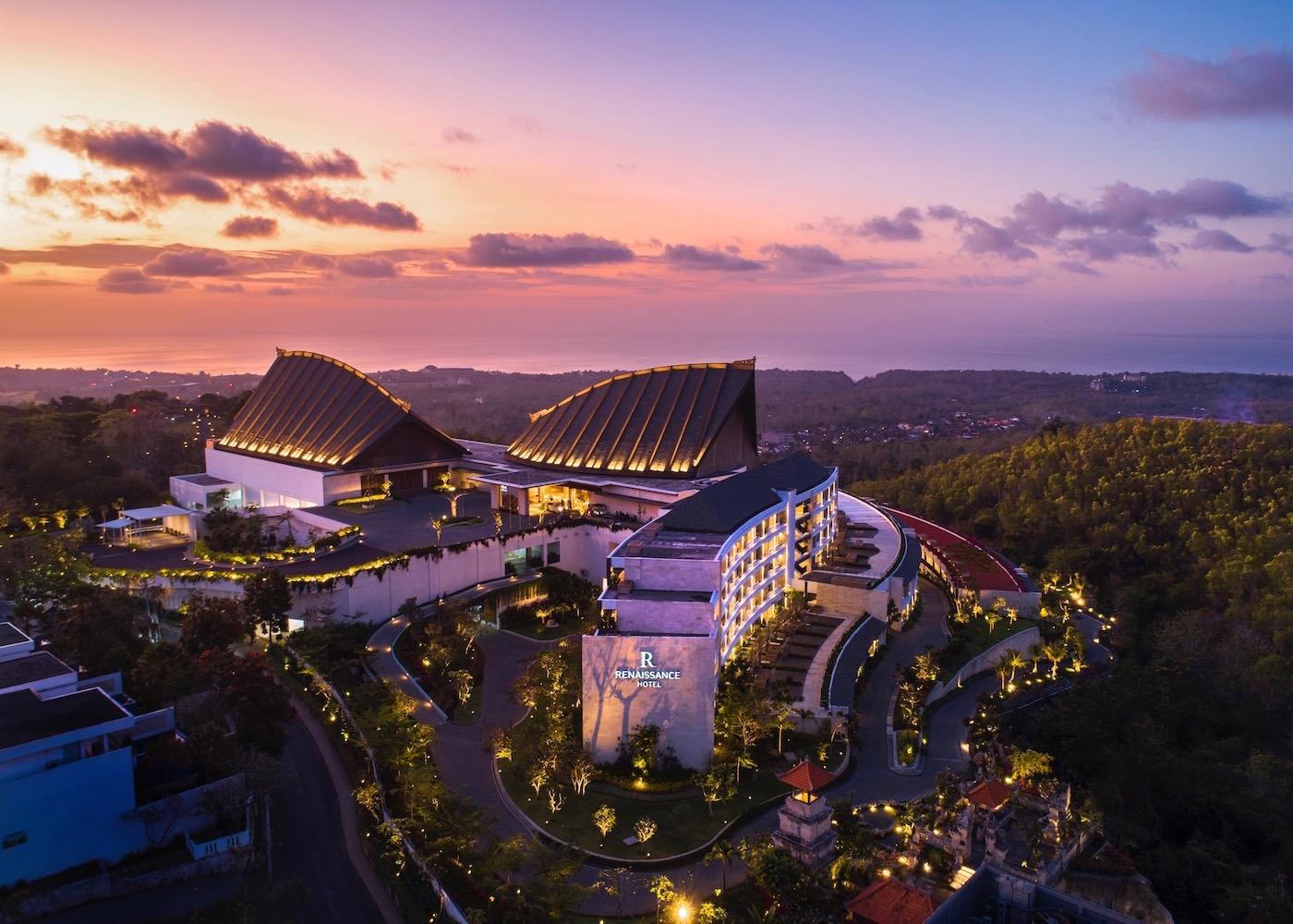 Heading to Uluwatu on your next summer holiday? Stay at Renaissance Bali Uluwatu Resort & Spa