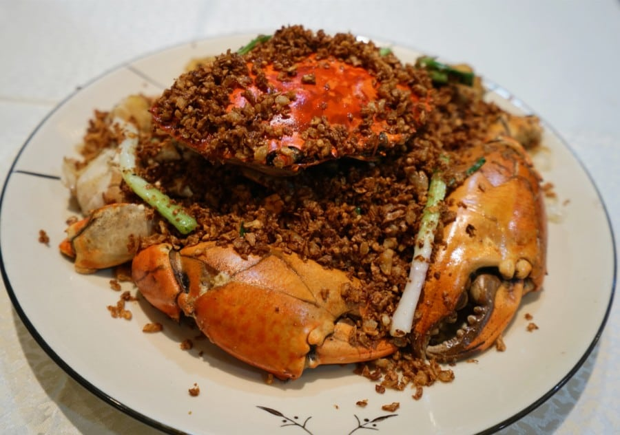 street food typhoon shelter crab