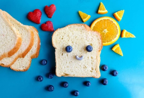 child-friendly restaurants in Hong Kong bread and fruit with smiley face
