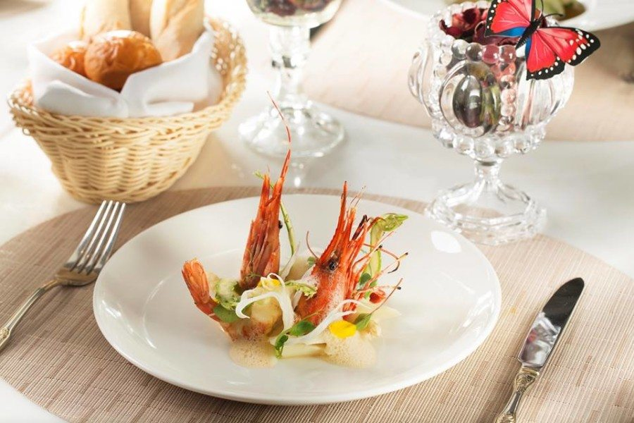 French restaurants in Hong Kong French cuisine Maison es dining table