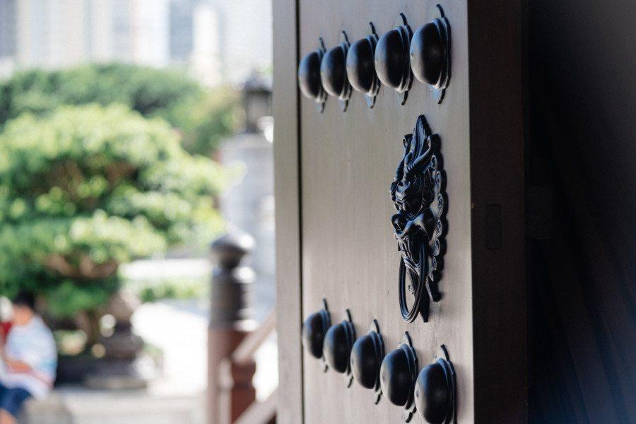 Chi Lin Nunnery temple door