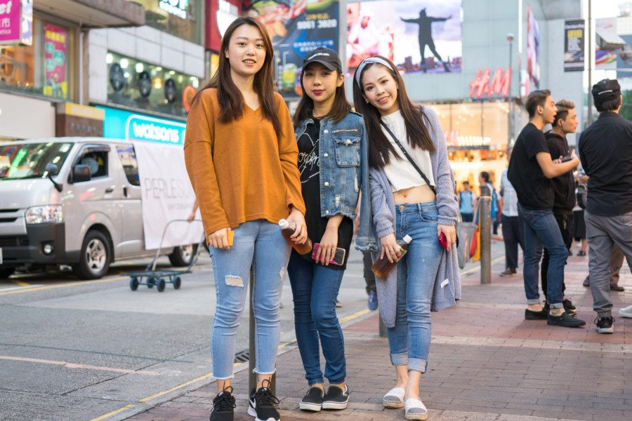 mong kok pop culture three girls on the street