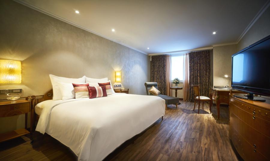 Windsor Plaza Hotel Saigon bedroom