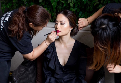 mobile beauty treatments woman having makeover