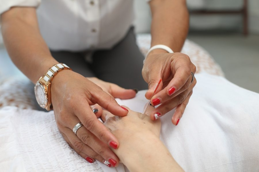 Looking for acupuncture clinics in Hong Kong to help relieve chronic pain? These spots can help