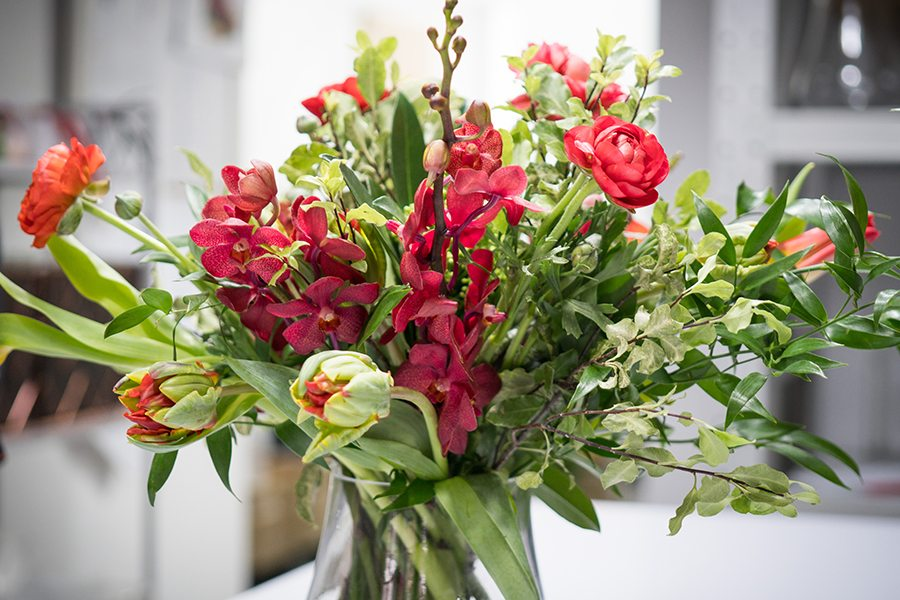 flower colour meanings red arrangement