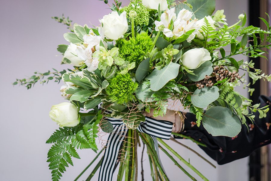 flower colour meanings white bouquet Bydeau