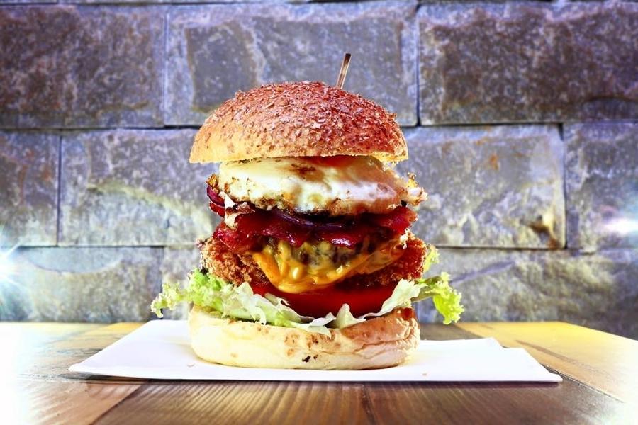 best burgers in Hong Kong Beeger2