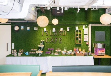 restaurants in Industrial buildings I's Land Cafe