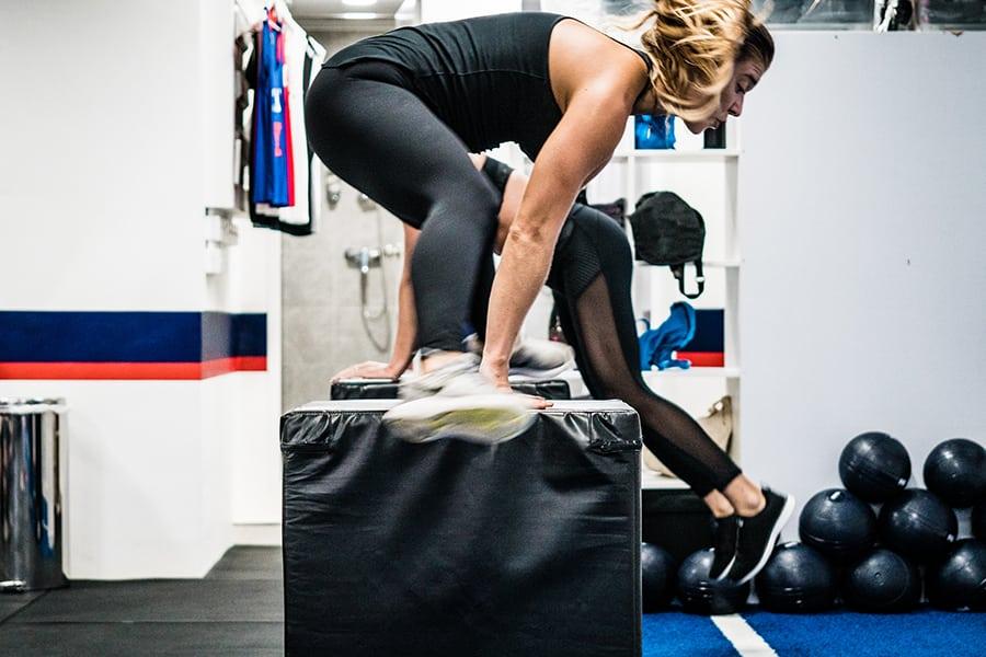 F45 Training Sai Ying Pun jumping over box