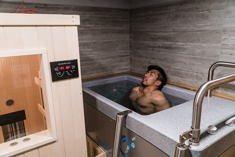 """Jak Tries The Studio by JAB Infrared and CryoSpa: """"It's very hot and it's very, very cold"""""""