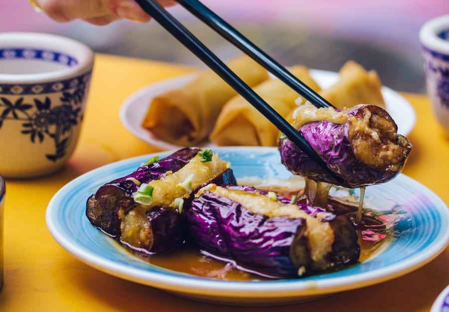 Calling all gastronomes, foodies and eaters! You need to try these Hong Kong food tours