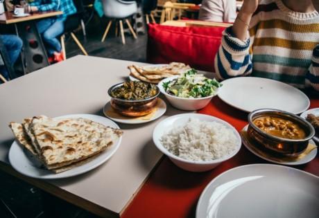 Indian restaurants in Hong Kong people eating