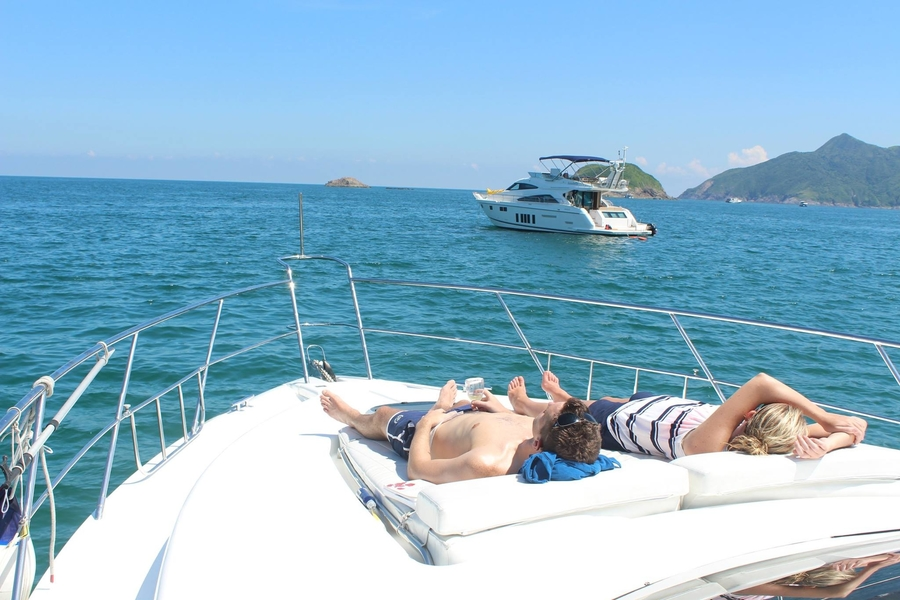 Where to rent junk boats in Hong Kong: Do the season up right on cruisers, sailing boats & yachts