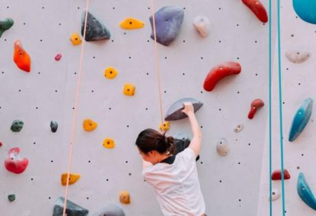 climbing gyms in Hong Kong woman climbing