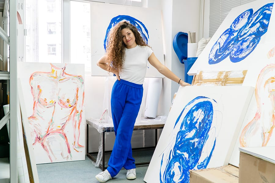 French artist Ophelia Jacarini colours the subconscious and screams: free the body!
