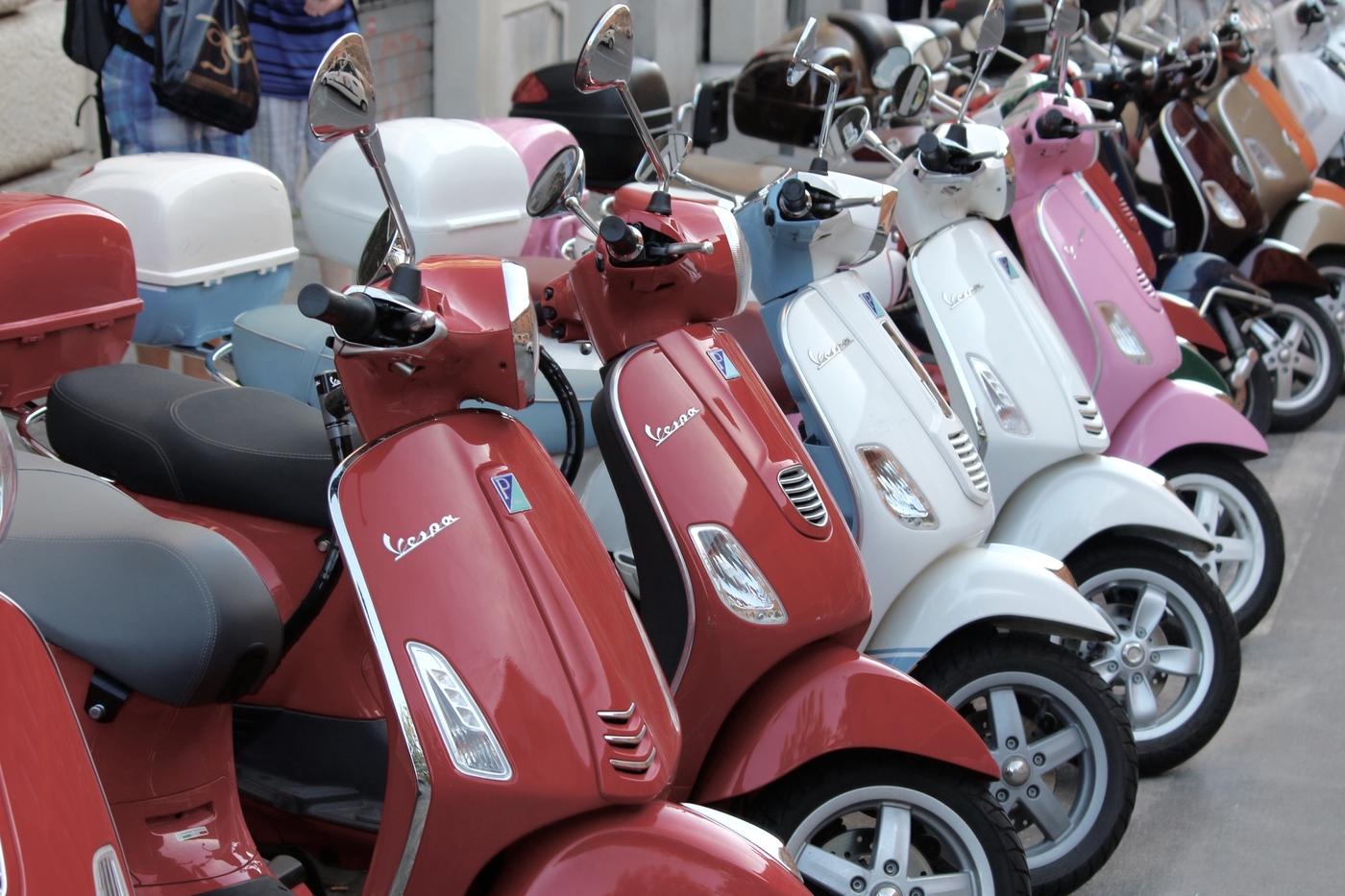 vespas buy motorbikes scooters in Hong Kong