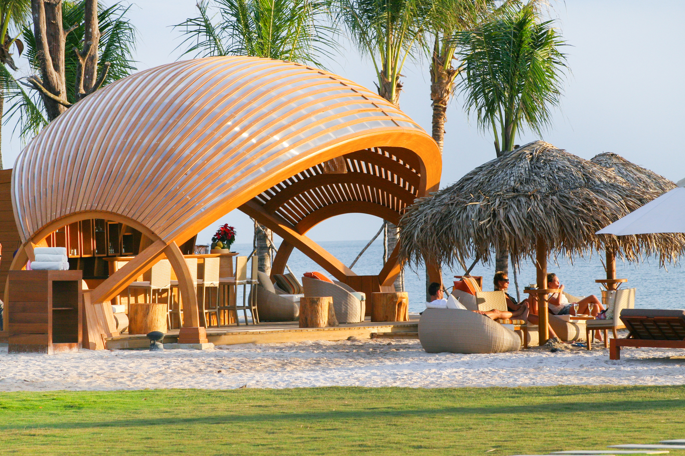 Fusion Resort Phu Quoc beach bar