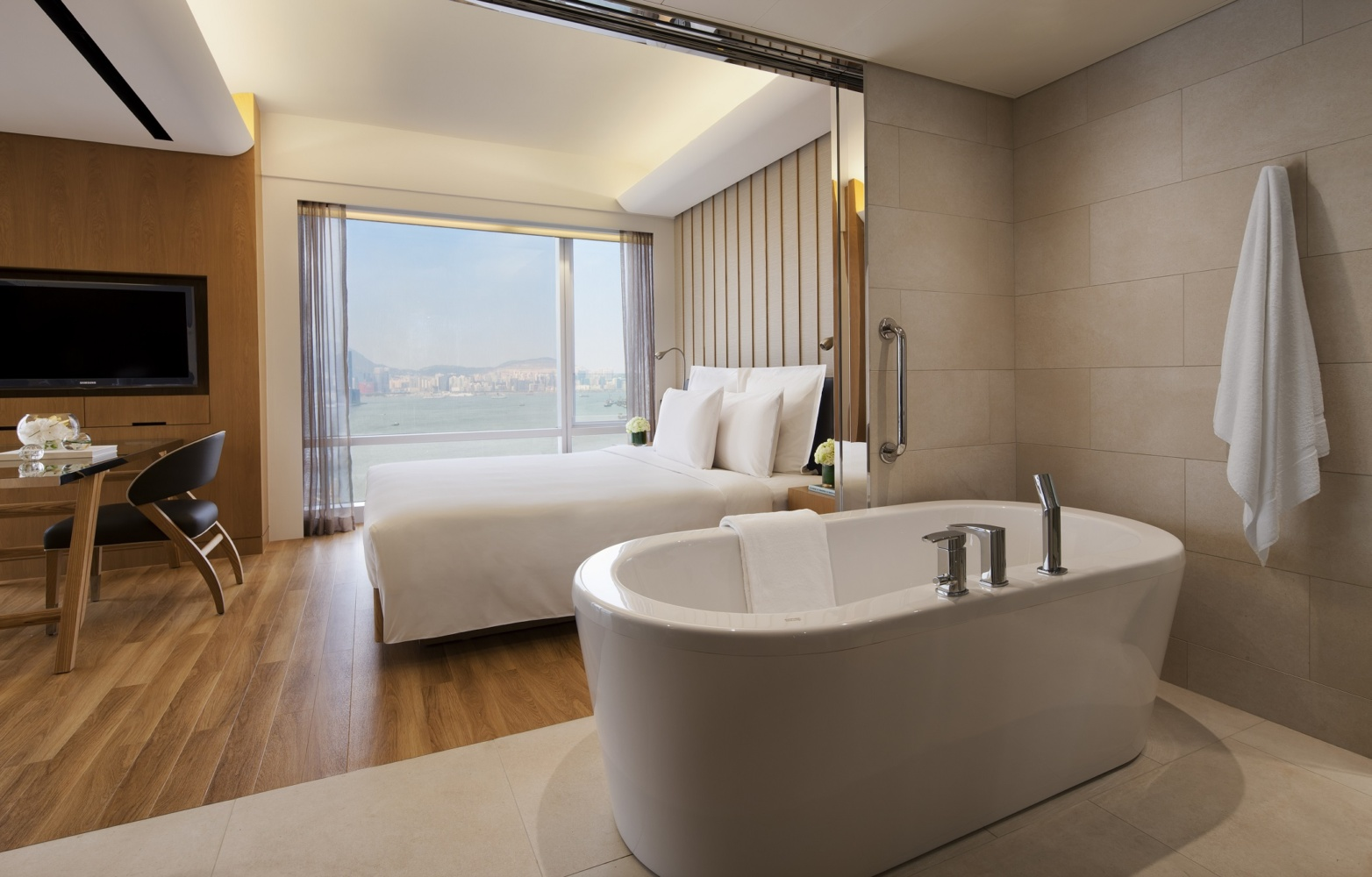 Discover Limited Time Accommodation Offers at Renaissance Harbour View Hotel Hong Kong